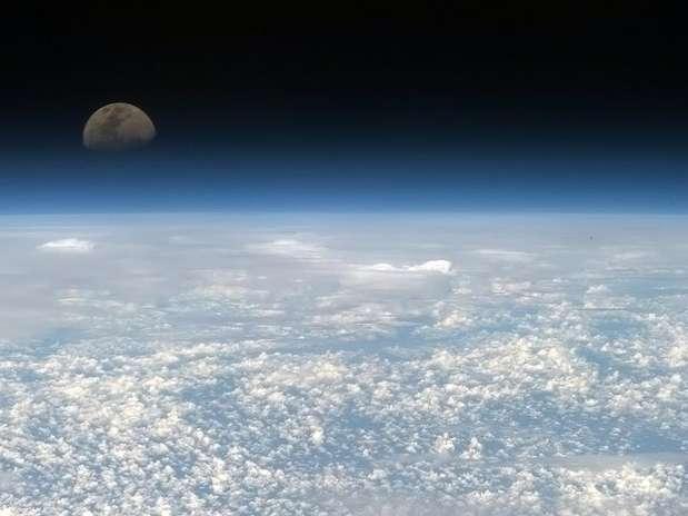 espacio-la-luna-y-la-tierra