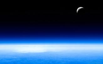 media_luna_en_el_espacio-1280x800
